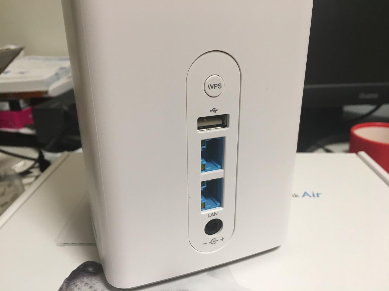 SoftbankAir(ソフトバンクエアー)背面の各種ポート ACアダプターは一番下 有線LANポートは2個ある